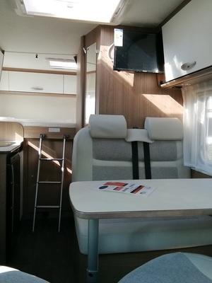 Camping Car Compact Carado  V132 Europa Édition