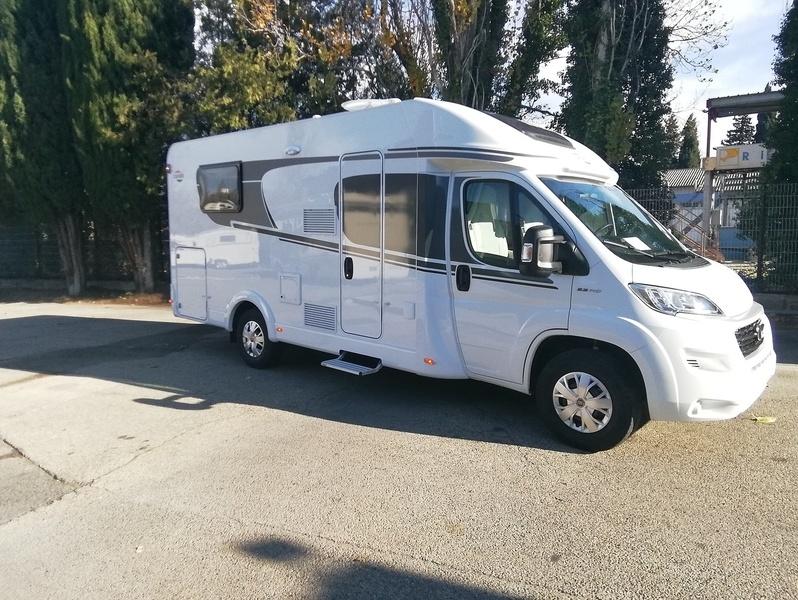 Camping car Profilé Lit central . Carado T 339