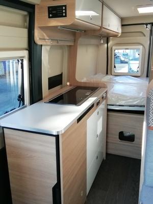 Fourgon Lit Transversal   Laika Kosmo Camper Van 6.0